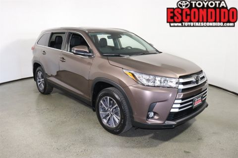 New 2019 Toyota HIGHLANDER SE XLE